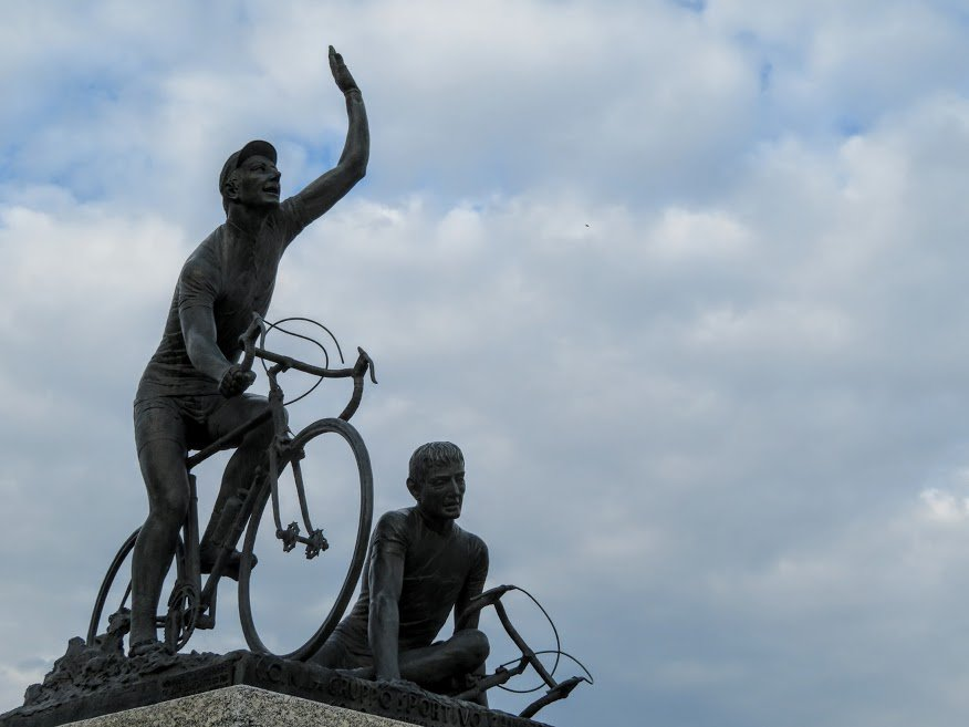 Statue of cyclists