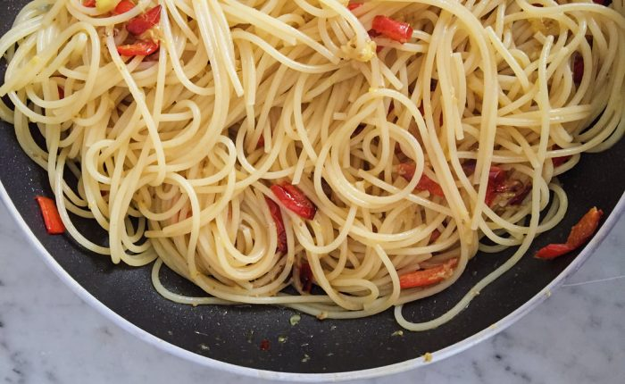 spaghetti with summer figs and red bell peppers